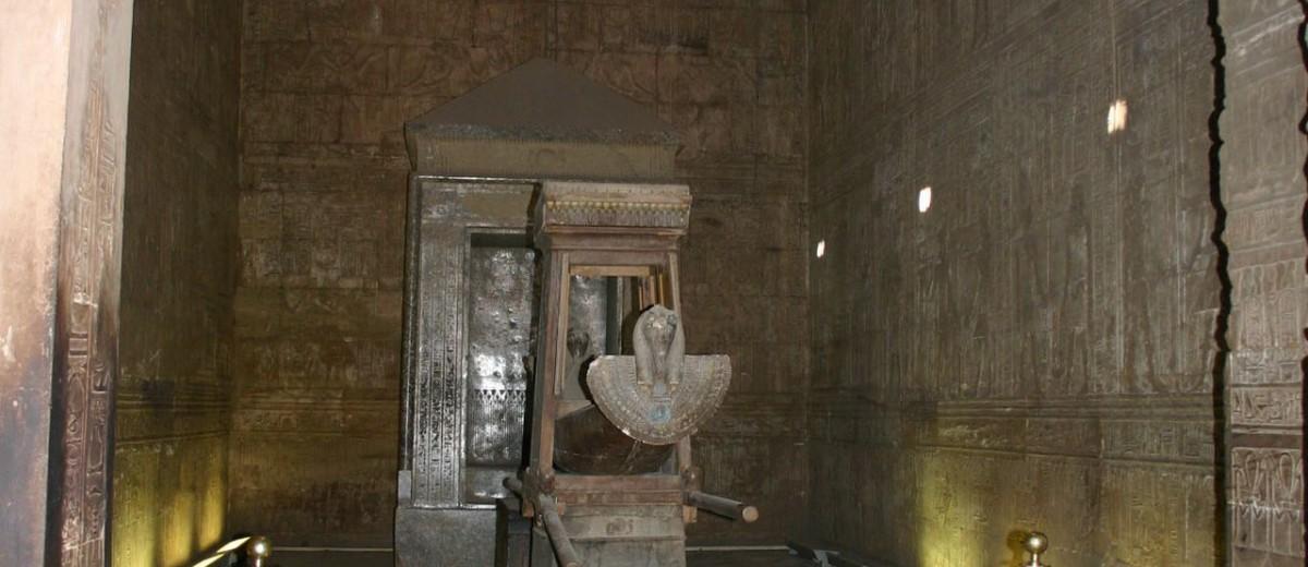 Sveta barka u hramu Horusa u Edfu