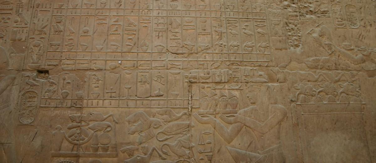 Amenhotep III. Prinosi žrtve bogovima u hramskom kompleksu Luksora
