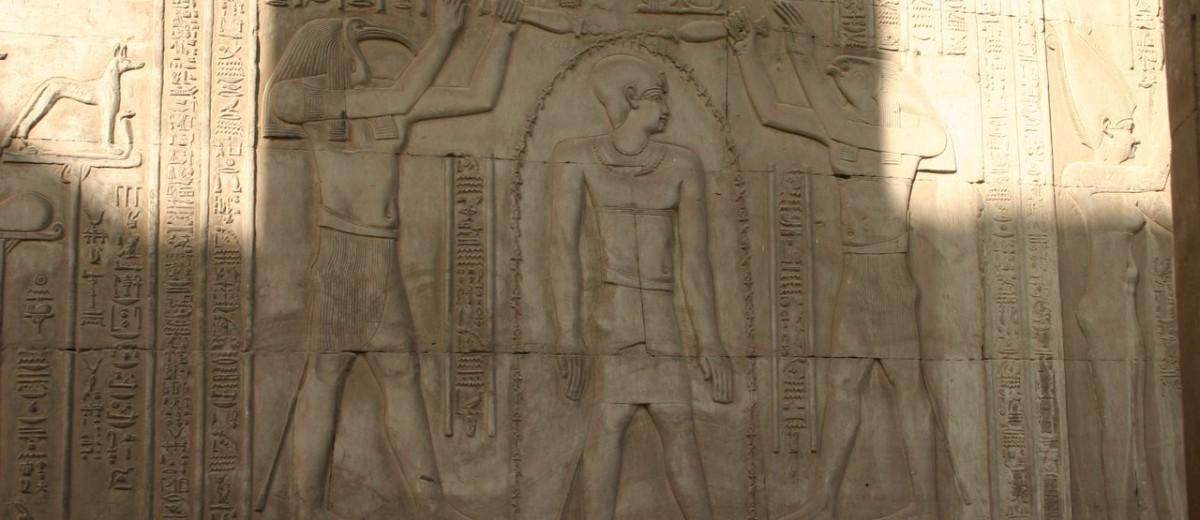 Scena pročišćenja faraona. Hram Sobeka u Kom Ombu.