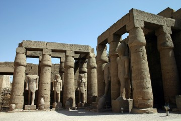Unutrašnje dvorište hramskog kompleksa u Luksoru